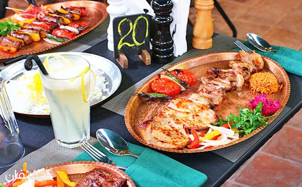 منوی غذایی و سرویس سفره خانه ای در رستوران قرص قمر با ۵۰% تخفیف